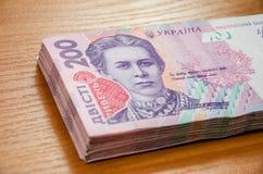 Куча украинского hryvnia денег, деноминации 200 UAH стоковое фото