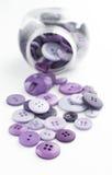 Куча фиолетовых шить кнопок Стоковая Фотография RF