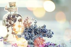 Куча цветков лаванды и бутылки капельницы с стоковое фото rf