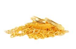 Куча цепей и браслетов золота стоковые фото