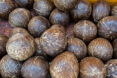 Куча черных зрелых кокосов Стоковые Изображения RF