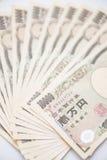 Куча японца 10 тысяч банкноты иен Стоковые Фото