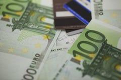 Куча 100 счетов евро Стоковые Изображения