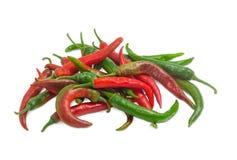 Куча chili красного и зеленого перца на светлой предпосылке Стоковое Изображение