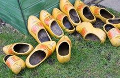 Куча clog голландца/деревянных ботинок Стоковое Изображение RF