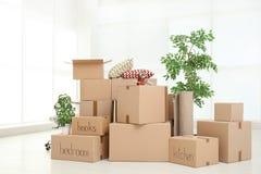 Куча moving коробок стоковые фотографии rf