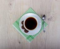Куча wiyh чашки кофе различных печений shortbread и овса с хлопьями на деревянной предпосылке Стоковые Изображения