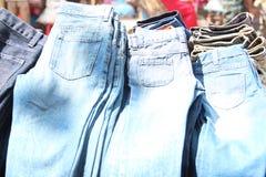 Кучи джинсовой ткани для сбывания Стоковые Изображения