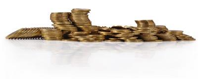 Кучи золотых монеток на белизне Стоковые Фотографии RF