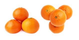 Кучи множественных зрелых свежих сочных tangerines, изолированные над белой предпосылкой Стоковое Изображение RF