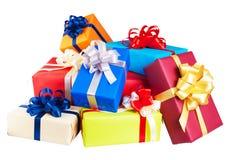 Кучи подарочных коробок обернутых в красочном стоковое фото rf
