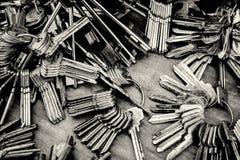 Кучи пустых ключей в Monochrome Стоковые Изображения