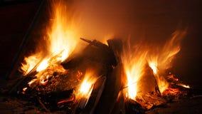 Кучи древесины утиля на огне Стоковая Фотография RF
