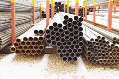 Кучи труб металла в внешнем складе Стоковая Фотография RF