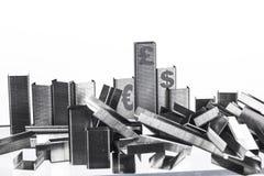 Кучи штапелей штабелированных для того чтобы выглядеть как финансовые учреждения Стоковые Изображения RF