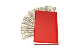 100 куч денег долларовых банкнот в красной тетради Стоковое Изображение RF