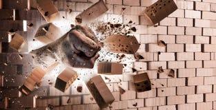 Кулак ломая стену - прочность стоковое фото