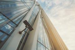 Кулачок безопасностью на фасаде офисного здания Стоковое Изображение