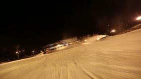 Кулачок плавного движения POV катания на лыжах видеоматериал