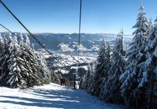 кудель лыжи в прикарпатских горах в зиме Стоковая Фотография RF