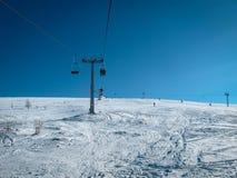 кудель лыжи в прикарпатских горах в зиме Стоковые Фото
