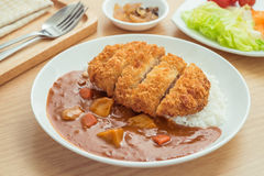 Кудрявая зажаренная котлета свинины с карри и рисом, японской едой Стоковые Фотографии RF