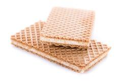 Кудрявые Waffles при ванильная сливк (изолированная на белизне) Стоковые Фотографии RF