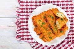 Кудрявым tortilla цыпленка обвалянный в сухарях сыром крен-поднимает Стоковое Изображение
