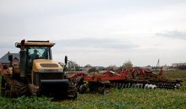 Культивировать трактора Стоковые Фото