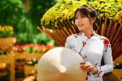Культура Азия Азиатская женщина в традиционном платье (одеждах), Coni Стоковое Фото