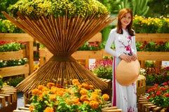 Культура Азия Азиатская женщина в традиционном платье (одеждах), Coni Стоковая Фотография RF