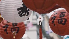 Культурный китайский красный цвет и фонарики и флаги белой бумаги с орлом и золотом видеоматериал