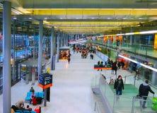 Кёльн, Германия - 12-ое декабря 2017: Внутренний взгляд авиапорта Кёльна Бонна Стоковые Изображения