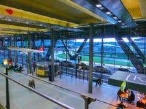 Кёльн, Германия - 12-ое декабря 2017: Внутренний взгляд авиапорта Кёльна Бонна Стоковое Фото
