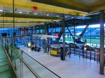 Кёльн, Германия - 12-ое декабря 2017: Внутренний взгляд авиапорта Кёльна Бонна Стоковые Фотографии RF