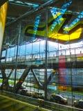 Кёльн, Германия - 12-ое декабря 2017: Внутренний взгляд авиапорта Кёльна Бонна Стоковое фото RF