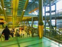 Кёльн, Германия - 12-ое декабря 2017: Внутренний взгляд авиапорта Кёльна Бонна Стоковая Фотография RF