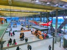 Кёльн, Германия - 12-ое декабря 2017: Внутренний взгляд авиапорта Кёльна Бонна Стоковое Изображение RF