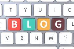 Клавиатура компьютера белая с кнопкой блога На-линия концепция блога - конец-вверх клавиатуры с ключом блога Стоковое фото RF