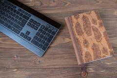 Клавиатура конца компьютера вверх Концепция дела или образования Взгляд сверху стоковые фото