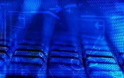 Клавиатура с накаляя значками технологии облака Стоковые Изображения RF
