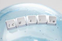 Клавиши на клавиатуре компьютера говоря электронную почту по буквам слова Стоковая Фотография RF