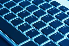 Клавиши на клавиатуре компьютера Современная, компактная клавиатура в белизне и bl Стоковое Изображение RF
