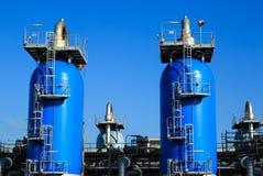 клапаны рядка газовой промышленности красные стоковое изображение rf