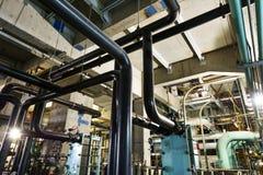 клапаны системы насосного отделения трубопроводов манометров топления оборудования боилера самомоднейшие мочат стоковая фотография rf