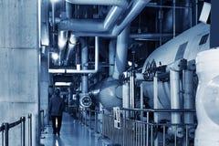 клапаны системы насосного отделения трубопроводов манометров топления оборудования боилера самомоднейшие мочат стоковые фотографии rf