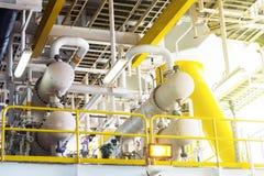 Клапан и труба выравниваются в платформе нефти и газ оффшорной Стоковая Фотография