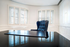Классика, роскошный интерьер офиса в современном дизайне архитектуры Стоковое фото RF