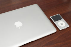 Классика iPod 160 Gb на macbook Стоковые Изображения