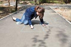 Классики чертежа девушки outdoors стоковая фотография rf